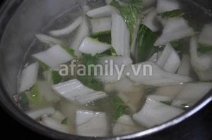 Canh rau cải thịt bò thơm lừng nóng hổi 9