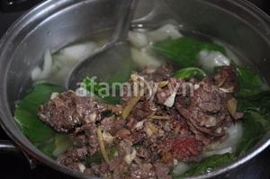 Canh rau cải thịt bò thơm lừng nóng hổi 10