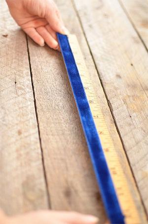 4 bước làm bookmark xinh yêu từ dây ruy-băng 3