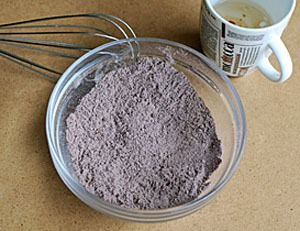Làm bánh chocolate bằng lò vi sóng trong nháy mắt 2