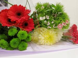 Cắm hoa đơn giản tinh tế làm đẹp không gian nhà bạn 2