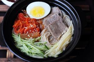 Tự làm mì lạnh kiểu Hàn dễ lắm nhé! 10