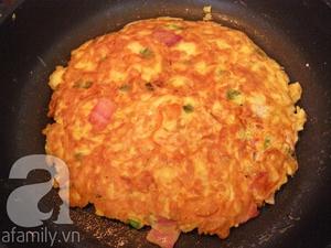 Dùng mì gói làm bánh pancake ngon lạ