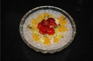 3 bước đơn giản làm chè hoa quả thơm mát 7