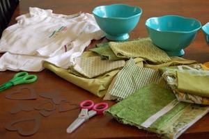 Dùng vải vụn trang trí áo cho bé thật dễ dàng 1