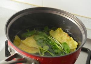 Thanh nhẹ canh cải thìa nấu tôm trứng