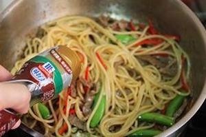 Mỳ spaghetti xào thịt bò làm nhanh ăn ngon mà đủ chất 10