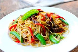 Mỳ spaghetti xào thịt bò làm nhanh ăn ngon mà đủ chất 11