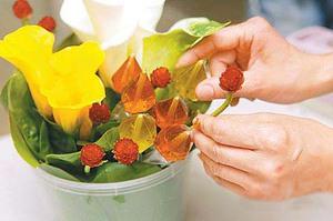 Mách bạn cách cắm hoa đẹp mà dễ dàng 4