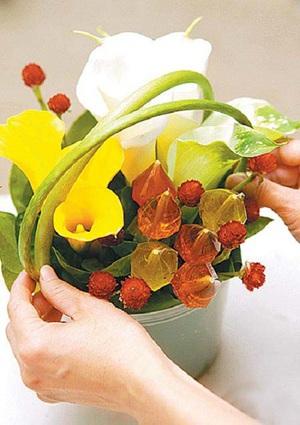 Mách bạn cách cắm hoa đẹp mà dễ dàng 5