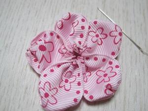 Mẹ làm dây buộc tóc bông hoa xinh tặng bé 4