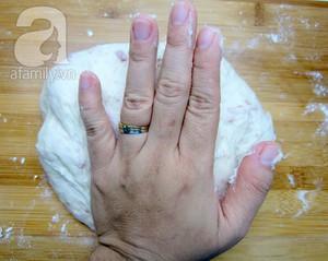 Bữa sáng ngon với bánh mỳ nhân thịt phủ phô mai