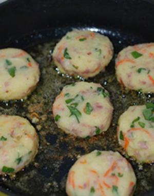 Bánh khoai tây chiên thơm phức cho bữa sáng 9