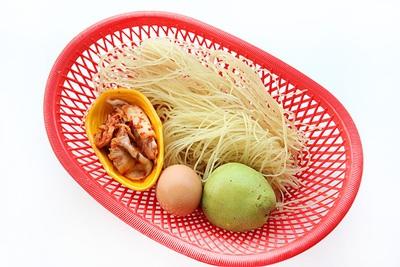 Bún trộn kiểu Hàn Quốc cho bữa trưa văn phòng ngon miệng 3