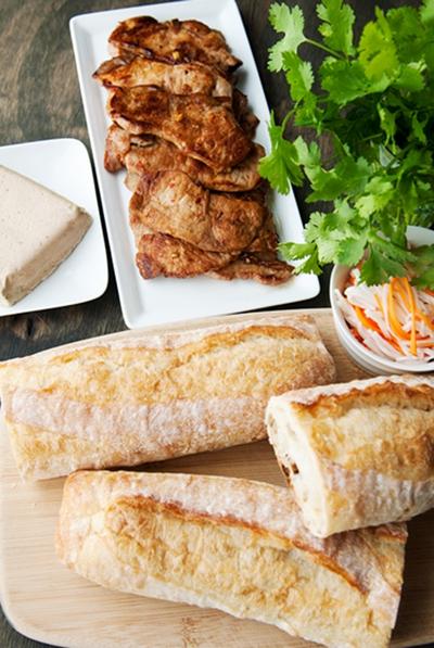 Đổi món bữa sáng với bánh mỳ kẹp thịt thơm phức 14