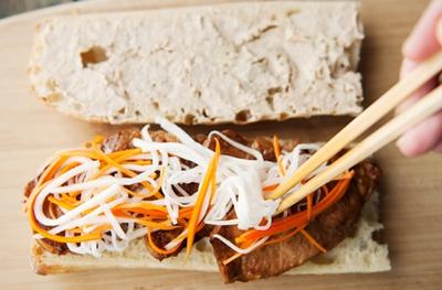 Đổi món bữa sáng với bánh mỳ kẹp thịt thơm phức 16