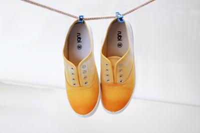 Tự nhuộm giày vải màu loang sành điệu, độc đáo 10