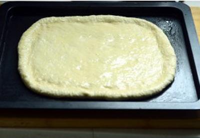 Pizza xúc xích làm đơn giản mà ăn cực ngon! 8