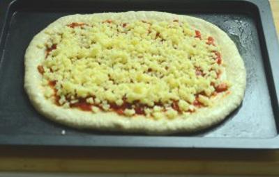 Pizza xúc xích làm đơn giản mà ăn cực ngon! 12