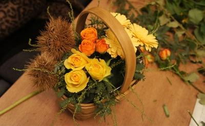 Cắm hoa sắc vàng cam trang trí nhà đầy sức sống 11