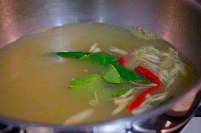 Xuýt xoa với món canh Tom Yum Goong nóng hổi thơm phức 15