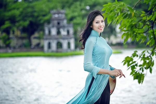 Á hậu Nguyễn Thị Loan dịu dàng với áo dài xanh thướt tha 5