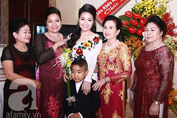 Lê Khánh - Tuấn Khải tình tứ trước giờ làm lễ cưới chính thức 4
