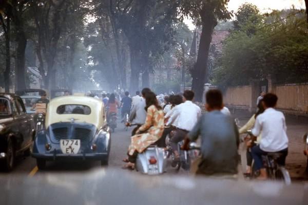 Chùm ảnh cuộc sống phóng khoáng của phụ nữ Sài Gòn những năm 60 1