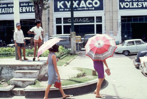 Chùm ảnh cuộc sống phóng khoáng của phụ nữ Sài Gòn những năm 60 3