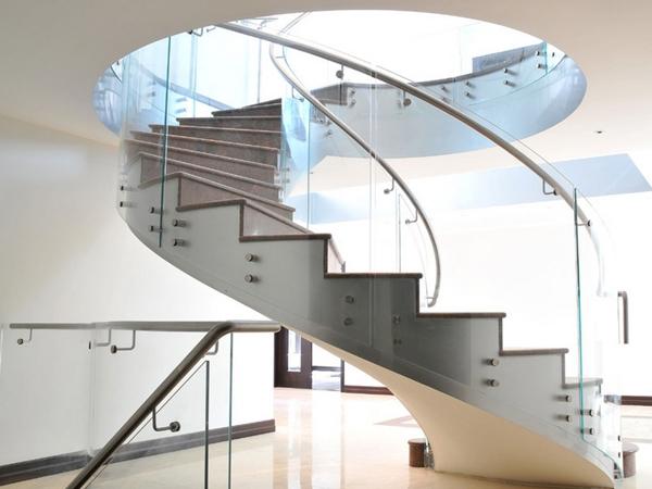 Không gian sống hiện đại nhờ cầu thang xoắn ốc 3