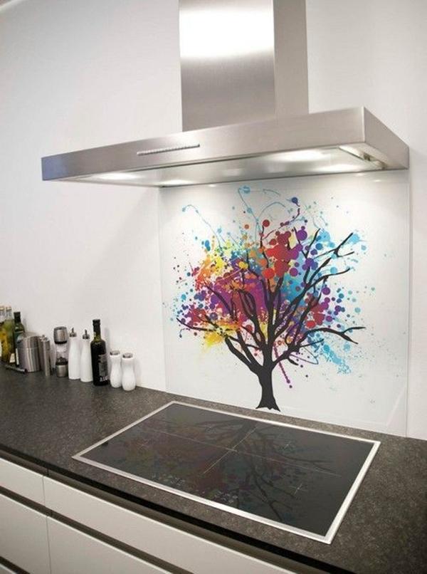 Kính màu ốp tường cho phòng bếp hiện đại