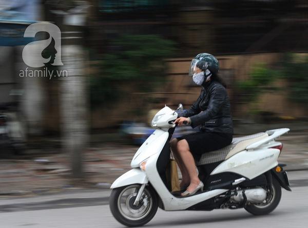 Hà Nội lạnh đột ngột: Kẻ mặc áo cộc, người khoác áo bông 3
