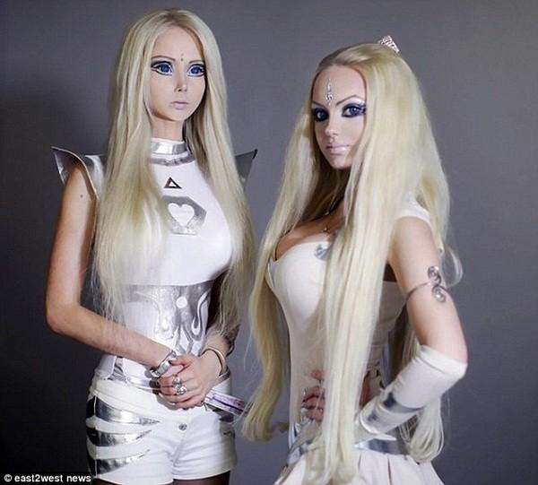 """Búp bê sống người Nga có """"chị em sinh đôi"""" 1"""