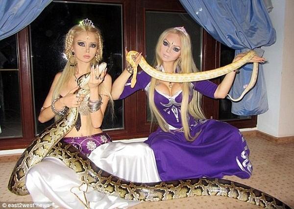 """Búp bê sống người Nga có """"chị em sinh đôi"""" 3"""
