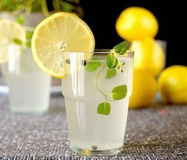 5 loại đồ uống lành mạnh bạn nên uống trong khi tập thể dục
