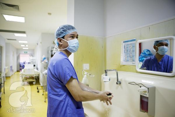 Tận mắt chứng kiến một ca sinh mổ của mẹ Việt 30