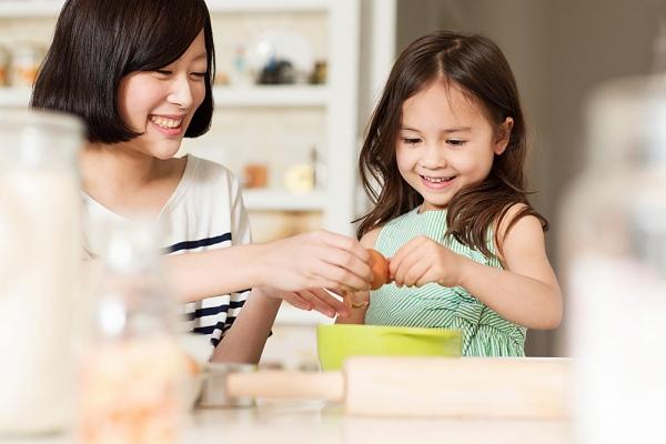 Những việc nhà mẹ nên giao cho bé 2-4 tuổi làm 1