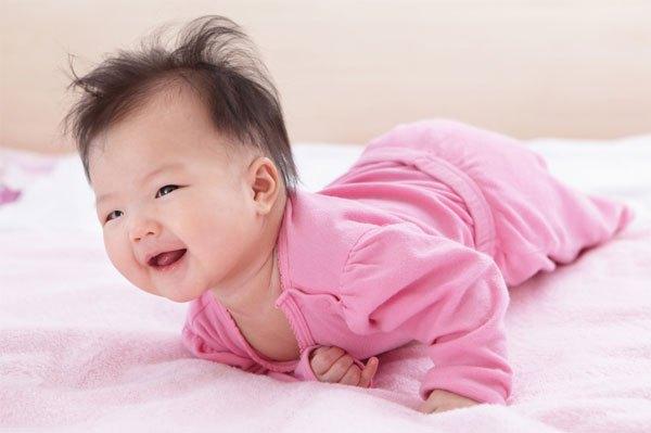 Các mốc phát triển bình thường của bé 4 tháng tuổi  3