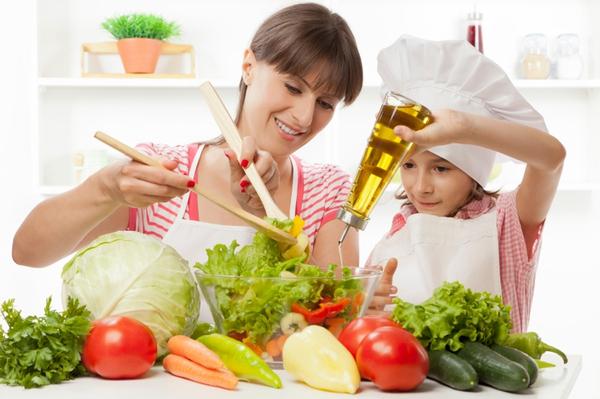 13 lợi ích tuyệt vời khi cho trẻ vào bếp cùng mẹ 1