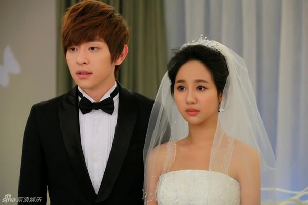 Lâm Tâm Như xinh lung linh trong đám cưới tập thể 9