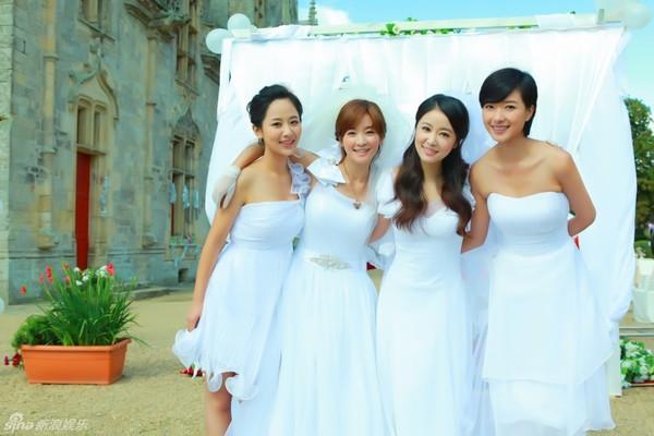 Lâm Tâm Như xinh lung linh trong đám cưới tập thể 7