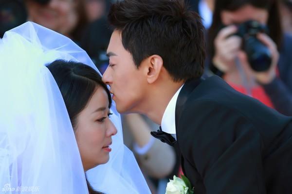 Lâm Tâm Như xinh lung linh trong đám cưới tập thể 1