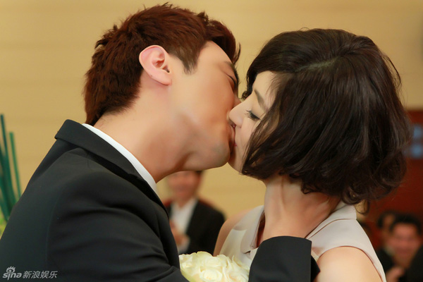 Lâm Tâm Như xinh lung linh trong đám cưới tập thể 10