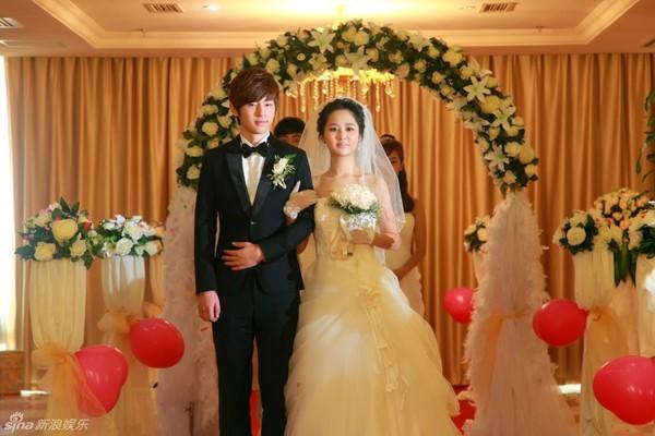 Lâm Tâm Như xinh lung linh trong đám cưới tập thể 14