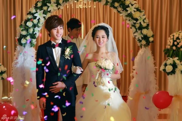 Lâm Tâm Như xinh lung linh trong đám cưới tập thể 15