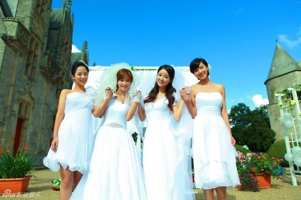 Lâm Tâm Như xinh lung linh trong đám cưới tập thể 3