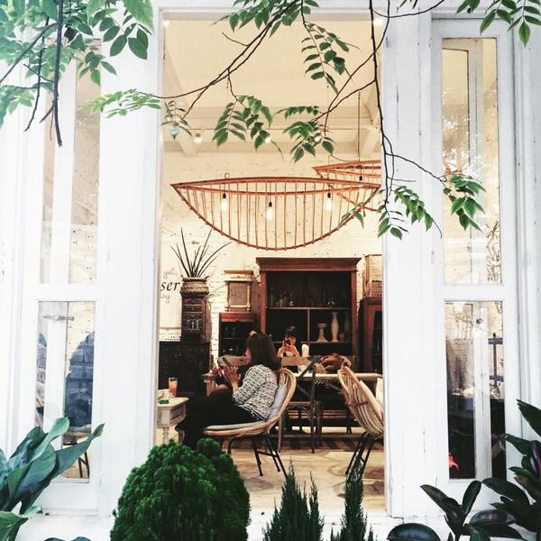 ouriq - Khúc Hạo - con phố có nhiều quán cà phê chất lừ, tiệm áo quần xinh và spa đẹp ở Hà Nội