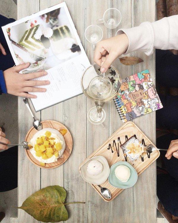 ouri - Khúc Hạo - con phố có nhiều quán cà phê chất lừ, tiệm áo quần xinh và spa đẹp ở Hà Nội
