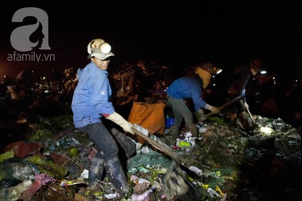 """Bãi rác 4.000 tấn ở Nam Sơn: """"Cánh đồng bội thu"""" của những người khốn khổ 10"""