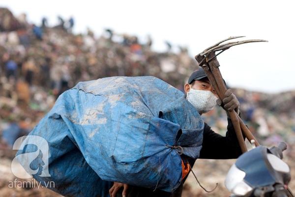 """Bãi rác 4.000 tấn ở Nam Sơn: """"Cánh đồng bội thu"""" của những người khốn khổ 14"""